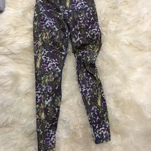 Lululemon sz 4 green floral print yoga leggings